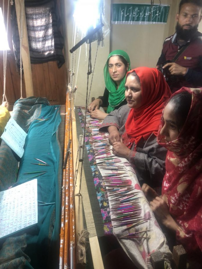 J-K govt holds camp for artisans, weavers, hawkers to boost trade