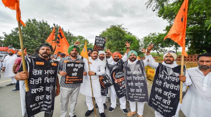 SAD leads the black Friday protest march against the 3 farm laws in New Delhi on September 17, 2021 Sukhbir, Harsimrat, others detained.